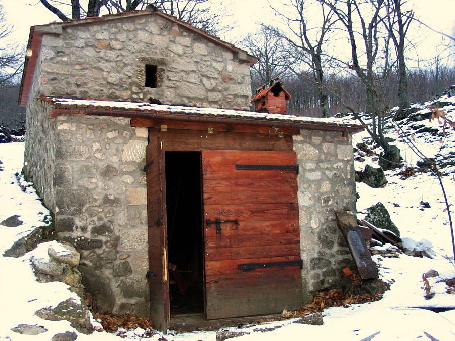 Chestnut Drying Hut on Monte Amiata © Copyright Delicious Italy