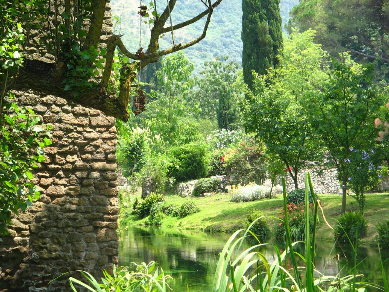 the garden of ninfa delicious italy. Black Bedroom Furniture Sets. Home Design Ideas
