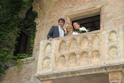 Dream Academy organised the very first Juliets Balcony wedding in Verona