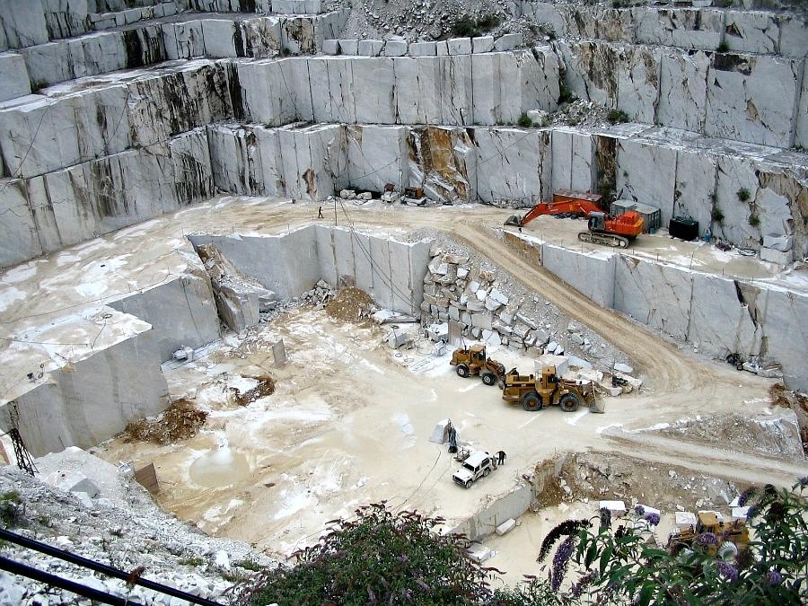 Carrara marble quarries delicious italy for Marmol de carrara